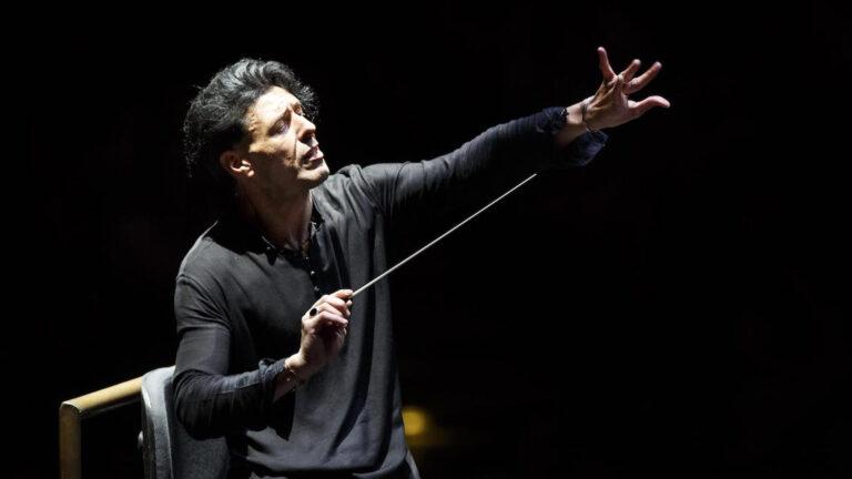 Ezio Bosso, leader direttore d'orchestra